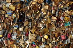 Paris, France - Pont des Arts Cadenas d'amour sur le pont Photos libres de droits