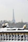 Paris, France, tempête de neige de l'hiver, Pont Alexandre I Photographie stock libre de droits