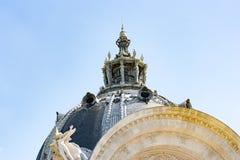 PARIS, FRANCE, vers en avril 2016 : Le musée célèbre de Petit Palais en avenue de Winston Churchill Images libres de droits