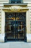 Paris, France - vieil immeuble type Trappe en bois Photos libres de droits
