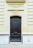 Paris, France - vieil immeuble type Trappe en bois Photos stock