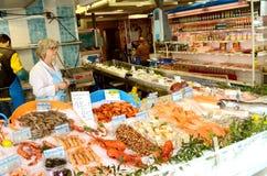 paris Francja Sprzedawcy owoce morza na ulicie Zdjęcia Stock