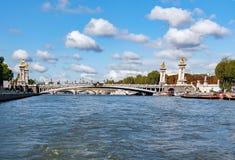 PARIS, FRANE- vers en avril 2016 Pont Alexandre III Image libre de droits