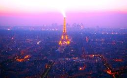 PARIS, FRANKREICH am 29. April 2017: Ansicht über Paris vom Montparnasse-Turm am Nachtluftpanoramablick von Paris-Skylinen mit Sh Stockfotografie