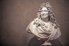 PARIS, FRANKREICH - 30. AUGUST 2015: Gestalten Sie Halle des Louvremuseums, Paris, Frankreich lizenzfreie stockbilder