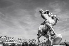 PARIS, FRANKREICH - 30. AUGUST 2015: Gestalten Sie Halle des Louvremuseums, Paris, Frankreich Stockbilder