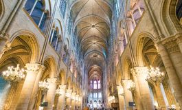 PARIS, FRANKREICH - DEZEMBER 2012: Innenraum von berühmtem Notre Dame Cat Lizenzfreies Stockbild