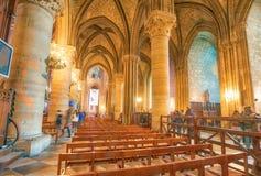 PARIS, FRANKREICH - DEZEMBER 2012: Innenraum von berühmtem Notre Dame Cat Stockbild