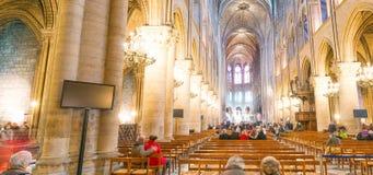 PARIS, FRANKREICH - DEZEMBER 2012: Innenraum von berühmtem Notre Dame Cat Lizenzfreies Stockfoto