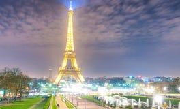 PARIS, FRANKREICH - DEZEMBER 2012: Lichter des Eiffelturms von Troca Stockbild