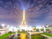 PARIS, FRANKREICH - DEZEMBER 2012: Lichter des Eiffelturms von Troca Lizenzfreie Stockfotografie