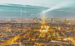 PARIS, FRANKREICH - DEZEMBER 2012: Nachtlichter des Eiffelturms E Stockfotografie