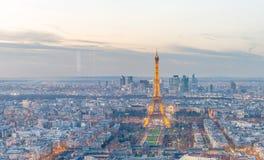 PARIS, FRANKREICH - DEZEMBER 2012: Nachtlichter des Eiffelturms E Stockbild