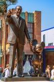 05 07 2008, Paris, Frankreich Gehen um Disney-Land Skulpturen von Walt Disney und von Mickey Mouse im Park stockfoto