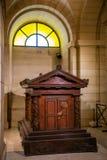 Paris, Frankreich - 24 04 2019: Jean-Jacques Rousseau Grave-Innere des Pantheons Weltliches Mausoleum, das die Überreste enthält lizenzfreie stockfotografie