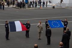Paris, Frankreich - 14. Juli 2012 Berichten Sie den Präsidenten der Französischen Republik während der Militärparade in Paris Stockfotografie