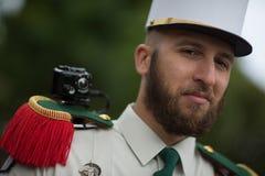 Paris, Frankreich - 14. Juli 2012 Der Legionnär nimmt an der jährlichen Militärparade zu Ehren des Französischen Nationalfeiertag Lizenzfreie Stockfotos