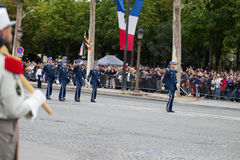 Paris, Frankreich - 14. Juli 2012 Die Prozession von Legionnären während der Militärparade auf dem Champs-Elysees in Paris Lizenzfreie Stockfotografie