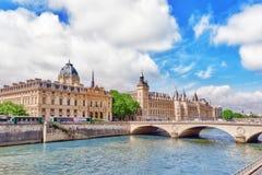 PARIS, FRANKREICH 4. JULI 2016: Fluss die Seine, Register des Pari Lizenzfreie Stockbilder