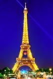 PARIS, FRANKREICH - 6. JULI 2016: Schöne helle Show des Blitzens Lizenzfreie Stockfotos