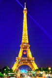 PARIS, FRANKREICH - 6. JULI 2016: Schöne helle Show des Blitzens Lizenzfreies Stockbild