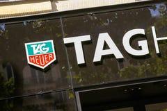 Paris, Frankreich - 14. Juli 2014: TAG Heuer-Schaufenster auf dem Champs-Elysees stockbilder