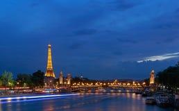 PARIS, FRANKREICH - 26. Juni 2017: Ansicht über Pont Alexandre III und Eiffelturm Stockfoto