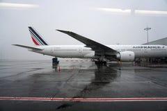 PARIS, FRANKREICH - 19. März 2018 - Paris-Flughafen bedeckt durch Schnee stockbilder