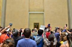 Paris, Frankreich - 13. Mai 2015: Besucher machen Fotos von Leonardo da Vinci Stockbilder