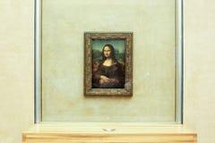PARIS, FRANKREICH - 1. MAI 2018: Mona Lisa, La Joconde Leonardo da Vinci im weißen Wandhintergrund lizenzfreies stockfoto