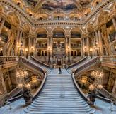 PARIS, FRANKREICH - 3. MAI 2016: Opernparis-Innenansicht der Treppe Lizenzfreies Stockfoto
