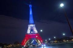 paris frankreich 24. NOVEMBER 2015: Der Eiffelturm belichtet herauf Esprit Lizenzfreies Stockbild