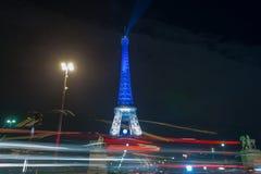 paris frankreich 24. NOVEMBER 2015: Der Eiffelturm belichtet herauf Esprit Lizenzfreies Stockfoto