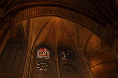 PARIS, FRANKREICH - 28. OKTOBER 2018: Innenraum von einer der ?ltesten Kathedralen in Europa Notre Dame de Paris frankreich stockfotos