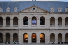 Paris, Frankreich - 02/08/2015: Vorderansicht des Armeemuseums 'Les Invalides ' lizenzfreie stockfotografie