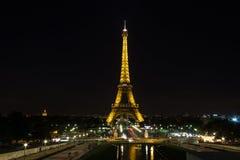 Paris Frankrike - 09 13, 2012: Eifel står hög på natten, Paris, Frankrike Royaltyfria Foton