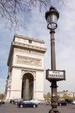 PARIS FRANKRIKE - APRIL 15, 2015: Arc de Triomphe, på April 15, 2015 i Paris, Frankrike Det mest berömda stället av Paris Arkivbilder
