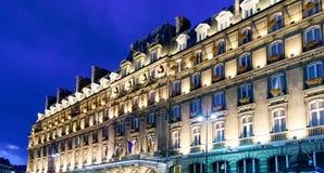 PARIS FRANKRIKE APRIL 23 Huvudsaklig fasad av hotellet Hilton Paris Opera royaltyfri bild