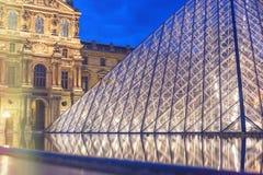 PARIS FRANKRIKE - APRIL 25, 2009: Ingång till National Gallery av Louvre Arkivfoto