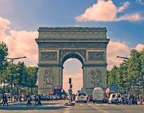 PARIS FRANKRIKE - Augusti 19, 2017 Paris Frankrike - berömda Triump Royaltyfri Fotografi