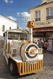 PARIS FRANKRIKE, Augusti 19, 2014 Det lilla drevet för turister stoppar I Royaltyfri Fotografi