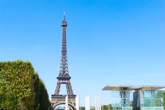 PARIS FRANKRIKE - Augusti 15, 2016: Eiffeltorn smeknamnLadame Royaltyfri Foto
