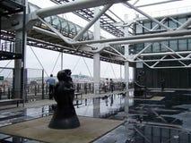 Paris Frankrike-Augusti 07, 2009: Installationsdet fria i museet Pompidou i sommar arkivbild