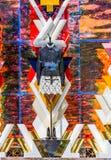 PARIS FRANKRIKE - Augusti 10 - Louis Vuitton fönsterskärm shoppar i den mästareElysee avenyn på Augusti 10, 2015 i Paris, Frankri Royaltyfri Bild