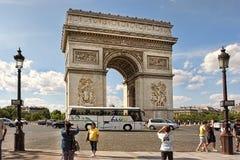 PARIS FRANKRIKE - Augusti 19, 2014 Paris Frankrike - berömda Triump Royaltyfri Fotografi