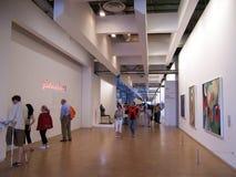 Paris Frankrike-Augusti 07, 2009: Utläggning i korridorerna av det Pompidou museet arkivfoton