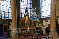 PARIS FRANKRIKE, circa april 2016 Inre av kyrkan av St Augustine Arkivbild