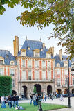 PARIS FRANKRIKE circa april 2016 , Ställedes Vosges france StälleRoyale lin Marais område royaltyfria bilder