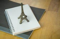 Paris Frankrike dagbokanteckningsbok, loppblogger Arkivbild