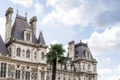 PARIS FRANKRIKE - Juli 31: För Graben för turister på fötter sikt ar gata Fotografering för Bildbyråer